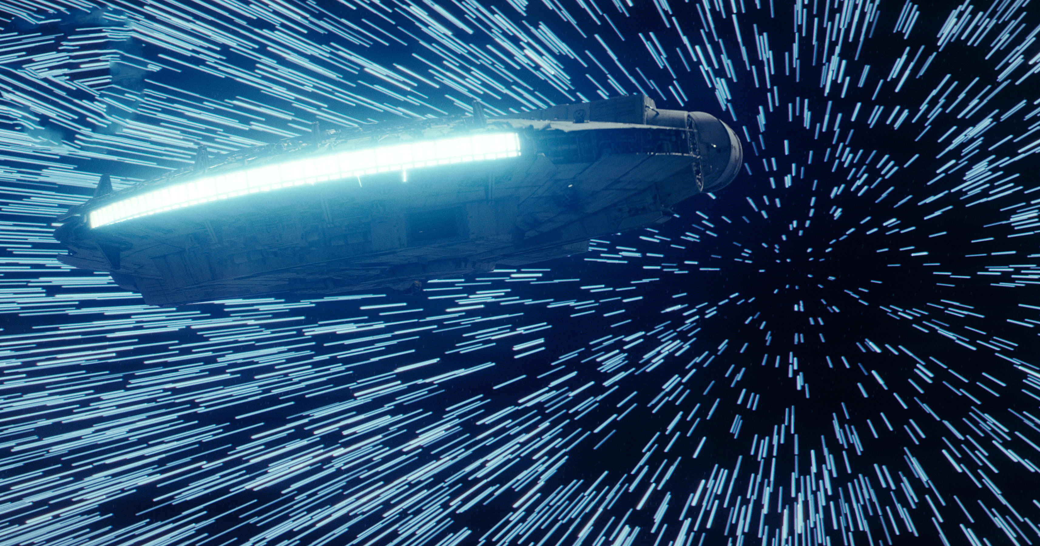 6598235star-wars-the-last-jedi-millennium-falcon-hitting-lightspeed-35